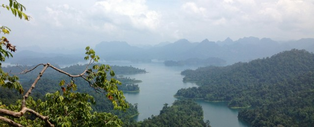 Beautiful views of Khao Sok Lake in Khao Sok National Park